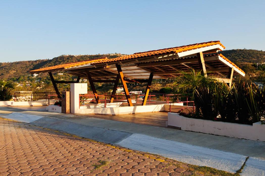el garage: Garajes de estilo rústico por Excelencia en Diseño