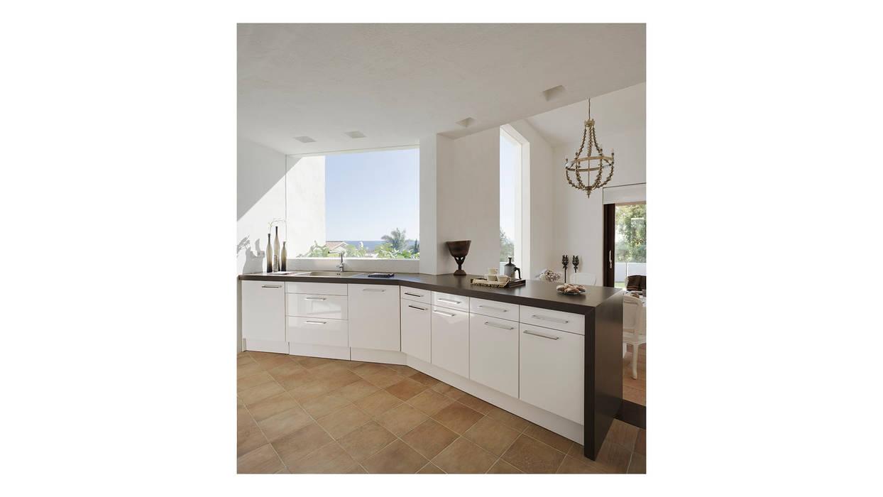Alejandro Giménez Architects Mediterranean style kitchen