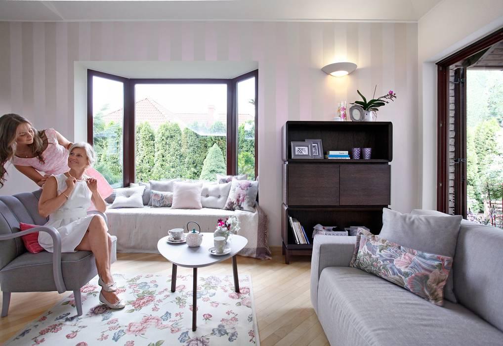 SiSi - regał i stolik, Piu - fotel, poduszki Nap, Dream, Duke Swarzędz Home SalonRegały