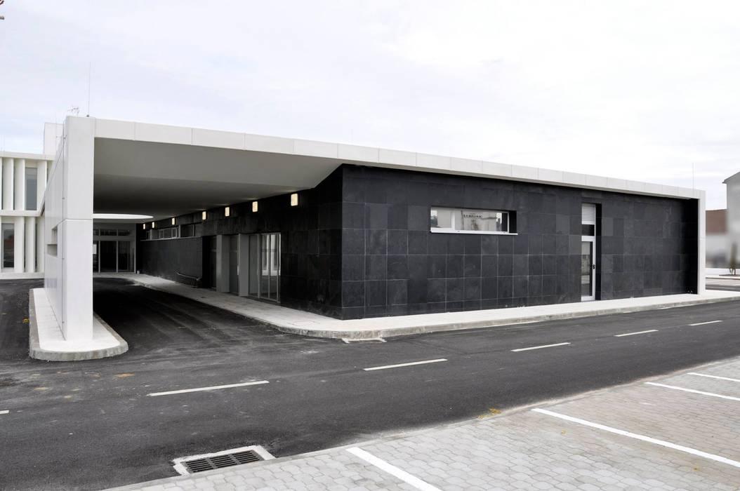 Modern clinics by ATELIER DA CIDADE Modern