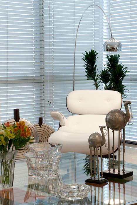 Sala de Estar /Jantar Apartamento 3: Salas de estar  por Angela Ognibeni Arquitetura e Interiores,