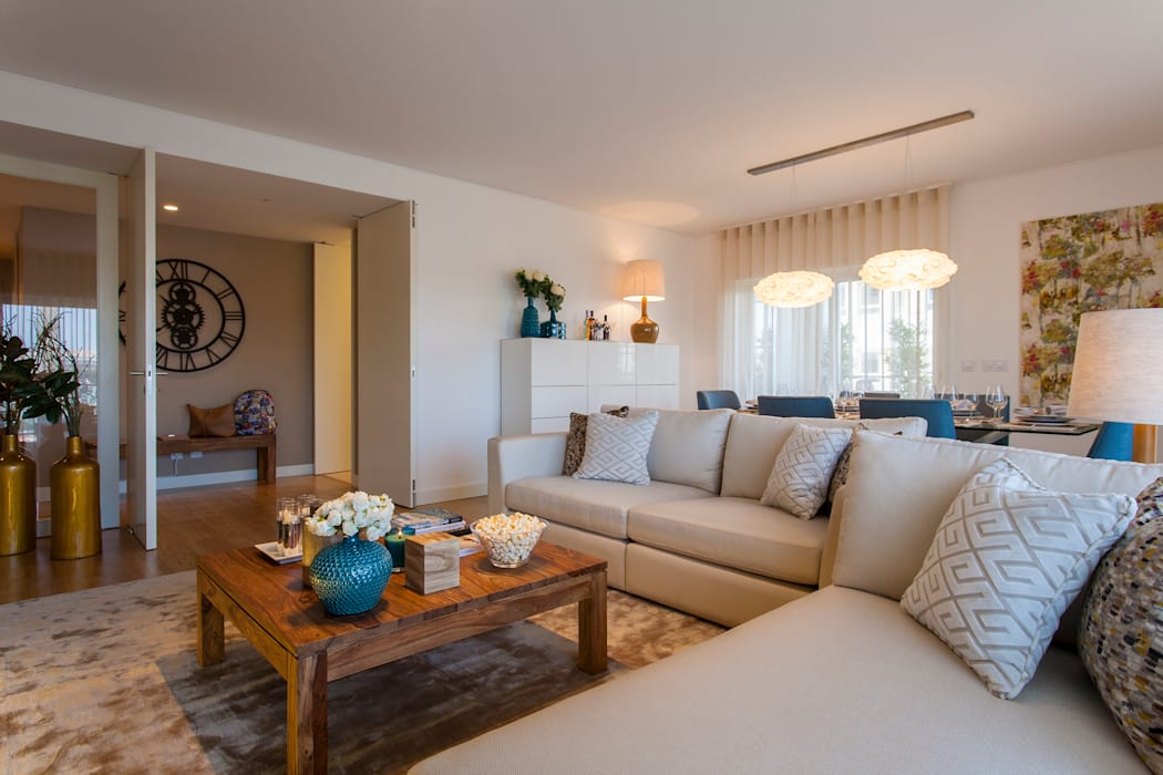 Living room by Traço Magenta - Design de Interiores,