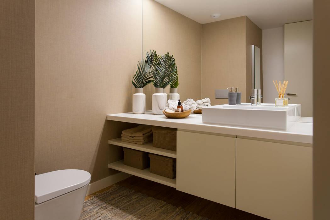 Ванные комнаты в . Автор – Traço Magenta - Design de Interiores, Модерн