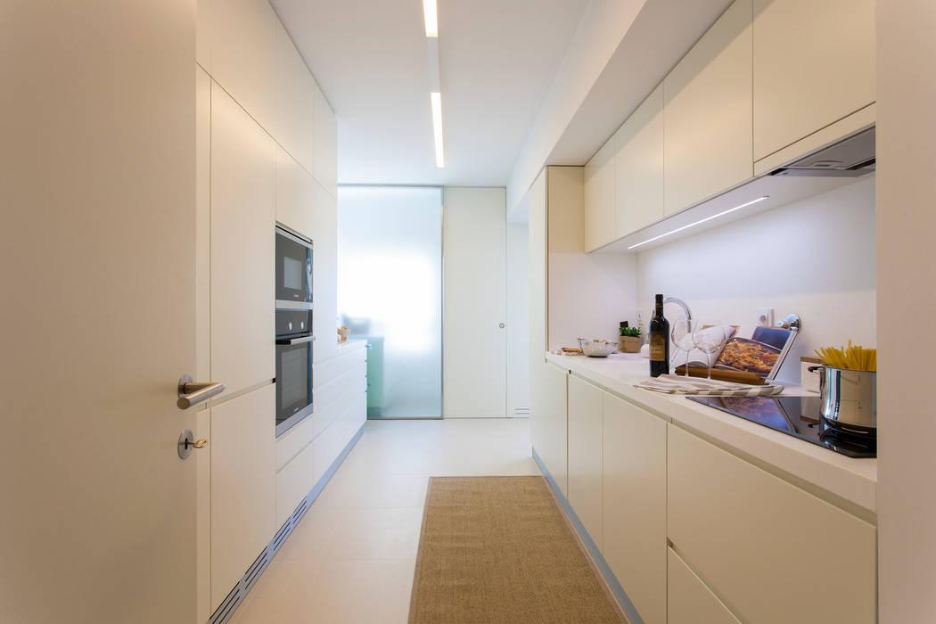 Кухни в . Автор – Traço Magenta - Design de Interiores, Модерн
