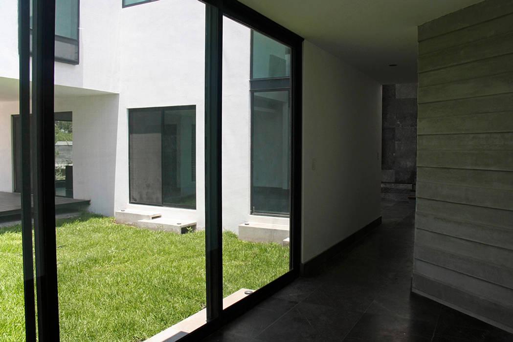 Acceso Pasillos, vestíbulos y escaleras modernos de Narda Davila arquitectura Moderno Mármol