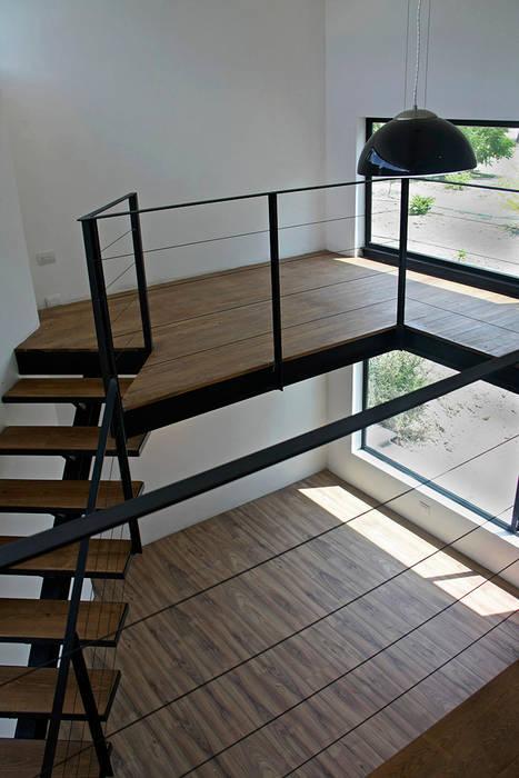 Mezzanine en biblioteca: Estudios y oficinas de estilo moderno por Narda Davila arquitectura