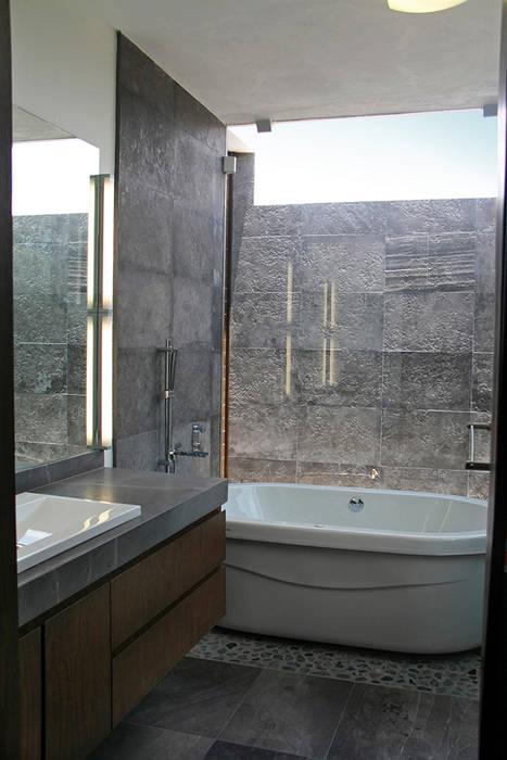 Baño principal: Baños de estilo  por Narda Davila arquitectura