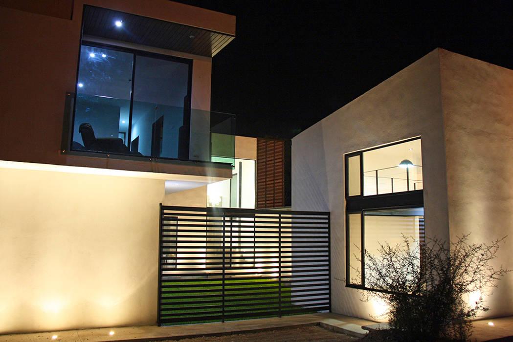 Fachada lateral Casas modernas de Narda Davila arquitectura Moderno Hierro/Acero