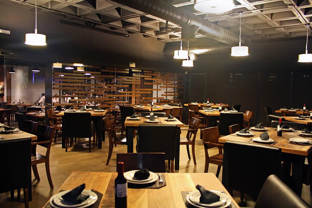 Area de fumadores Gastronomía de estilo moderno de Narda Davila arquitectura Moderno Madera Acabado en madera