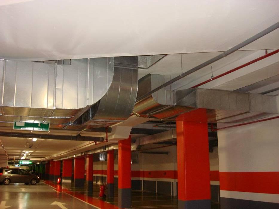 parking Campolongo: Garajes de estilo  de CLIMANET, Industrial