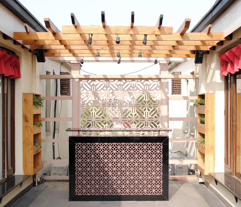 Balcony Design, Greater Noida Rustic style balcony, veranda & terrace by H5 Interior Design Rustic