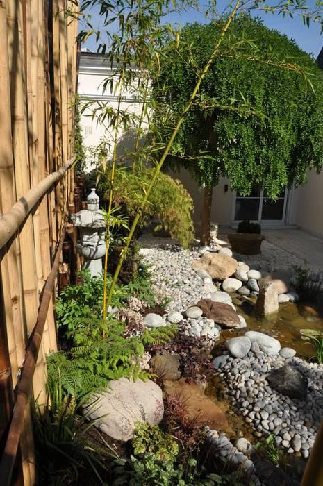 Jardin japonais à Enghien-Les-Bains: Jardin de style  par Taffin,