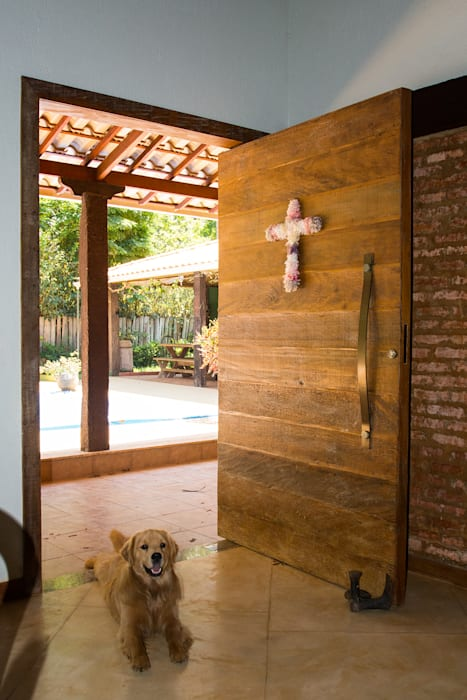 Rustic style windows & doors by Jaqueline Vale Arquitetura Rustic