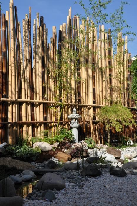 Jardin japonais à Enghien -les-Bains.: Jardin de style de style Asiatique par Taffin
