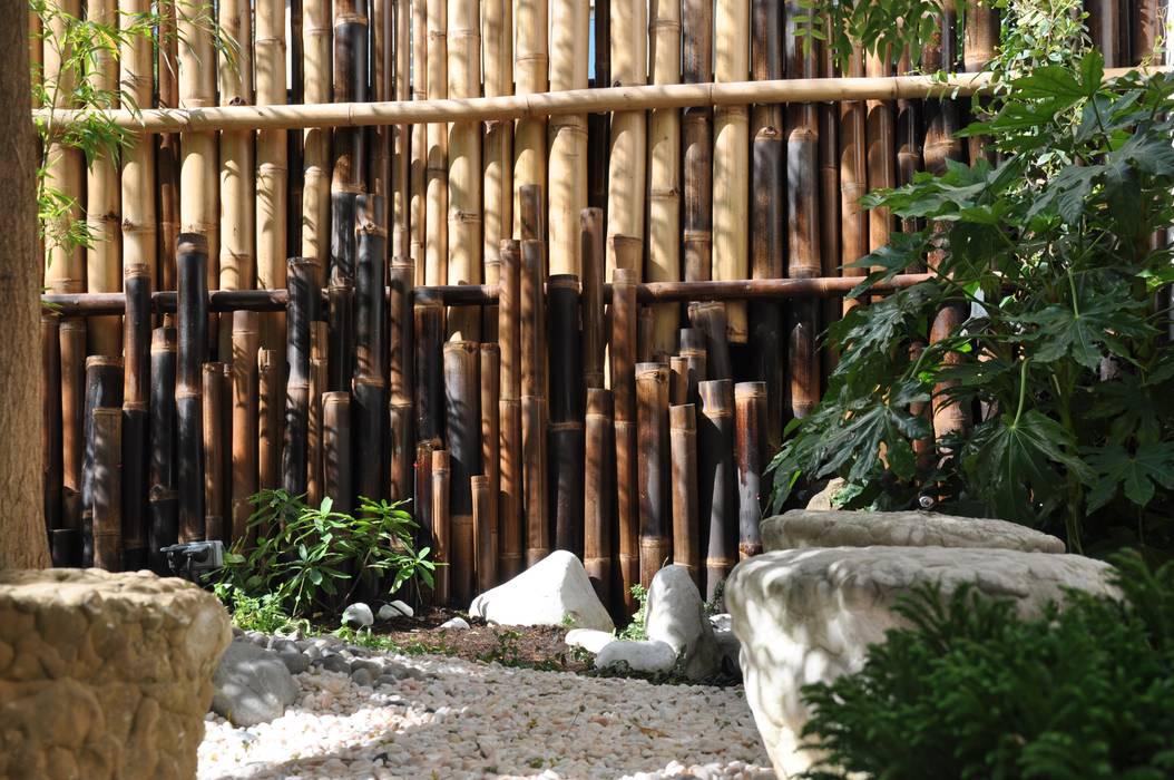 Assemblage de cannes de bambous (détail): Jardin de style  par Taffin, Asiatique