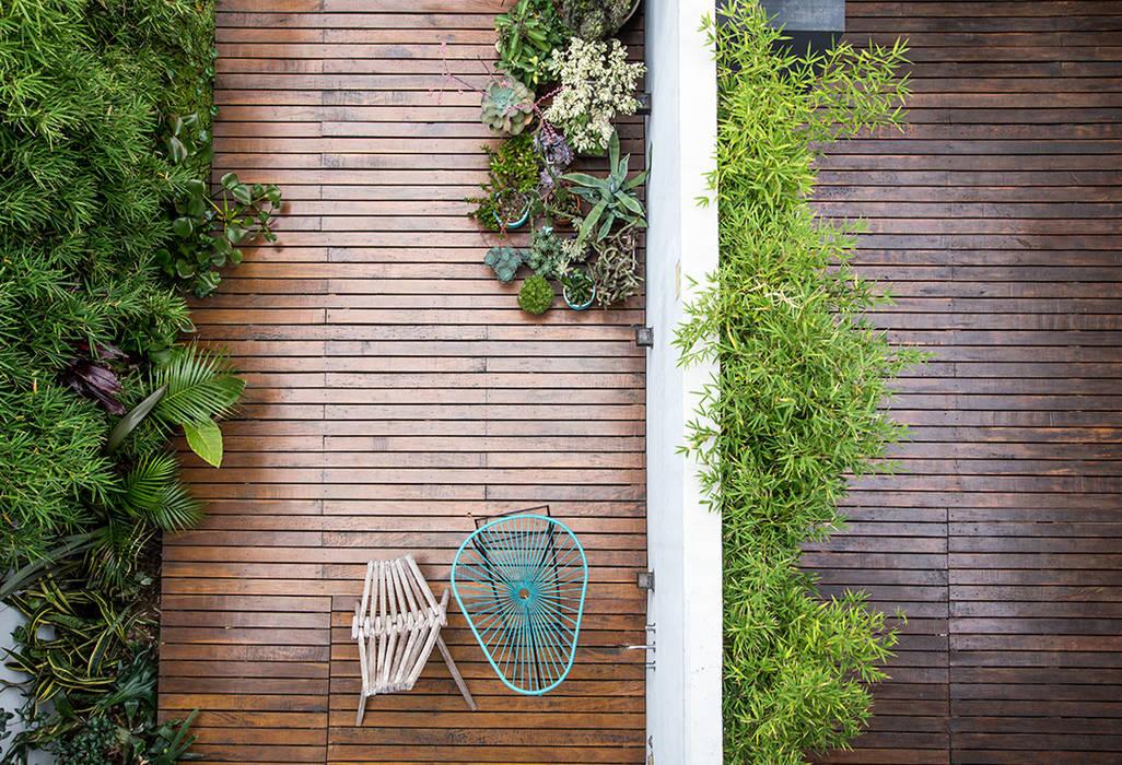 Patio: Jardines de estilo moderno por MeMo arquitectas