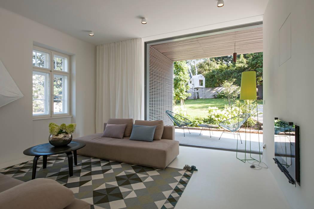 Sanierung Jugendstilvilla in Perchtoldsdorf:  Wohnzimmer von illiz architektur Wien Zürich,