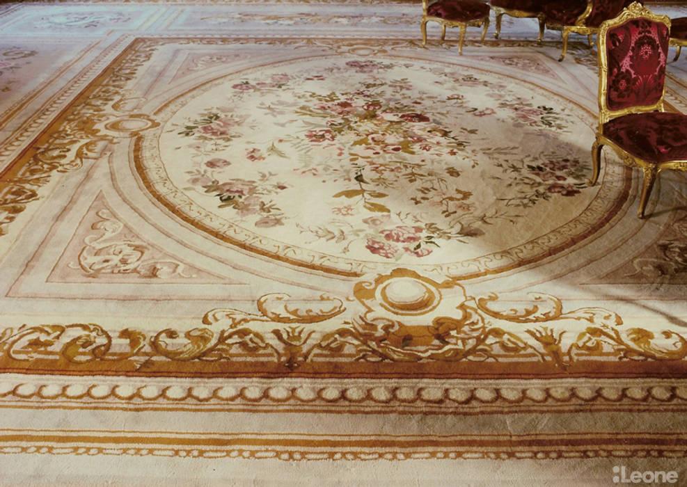Tapis sur mesure: Salon de style de style Classique par Leone edition