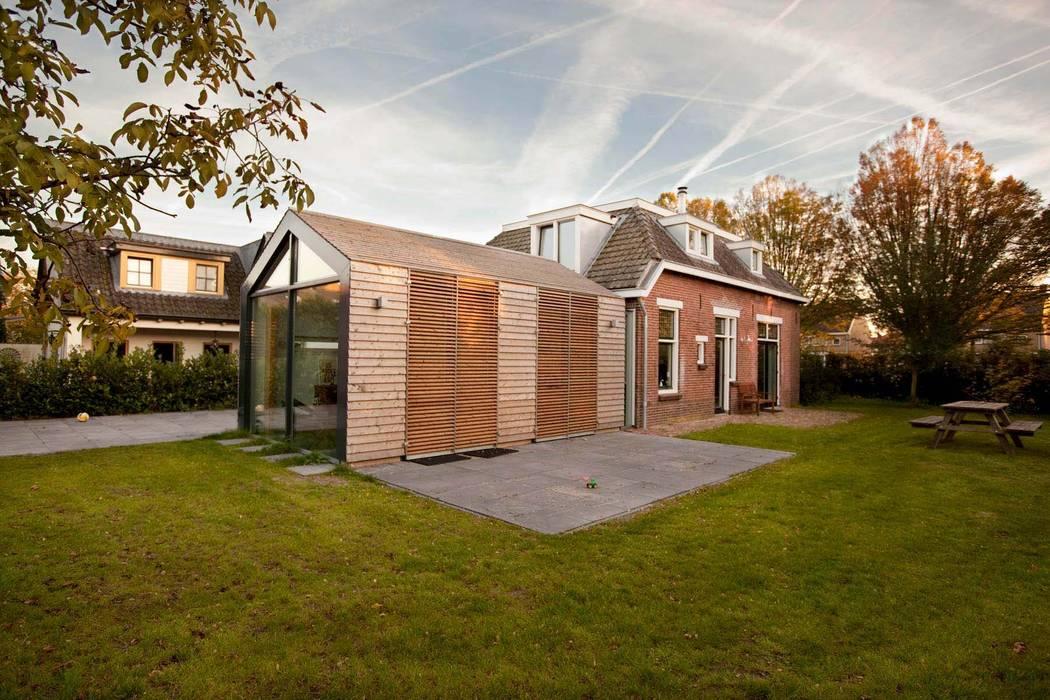 Houten planken Moderne huizen van RHAW architecture Modern