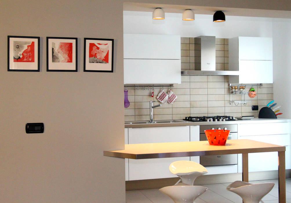 Due cuori e una mansarda Cucina moderna di marco olivo Moderno