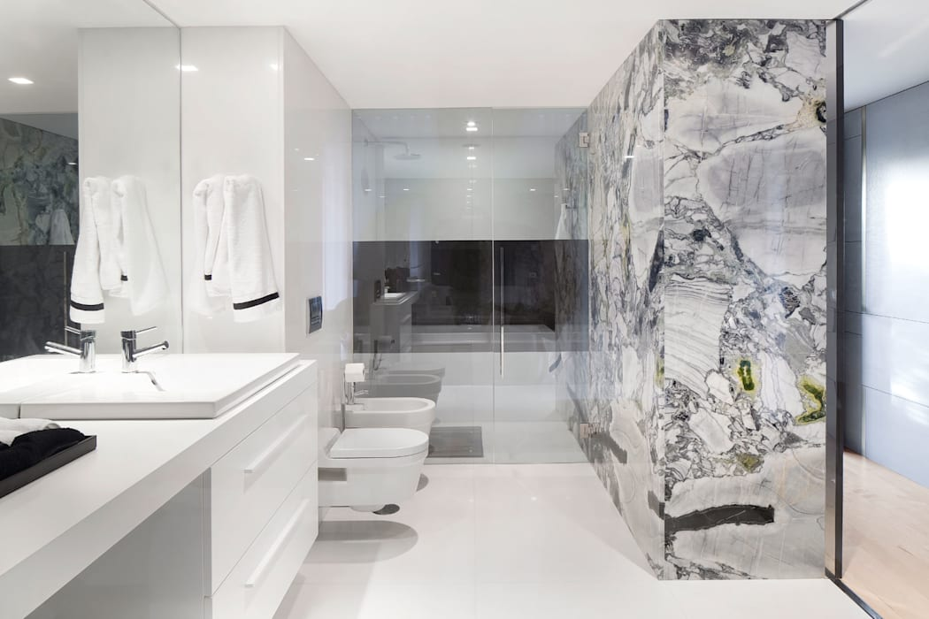 GAVINHO Architecture & Interiors Minimalist bathroom Marble White