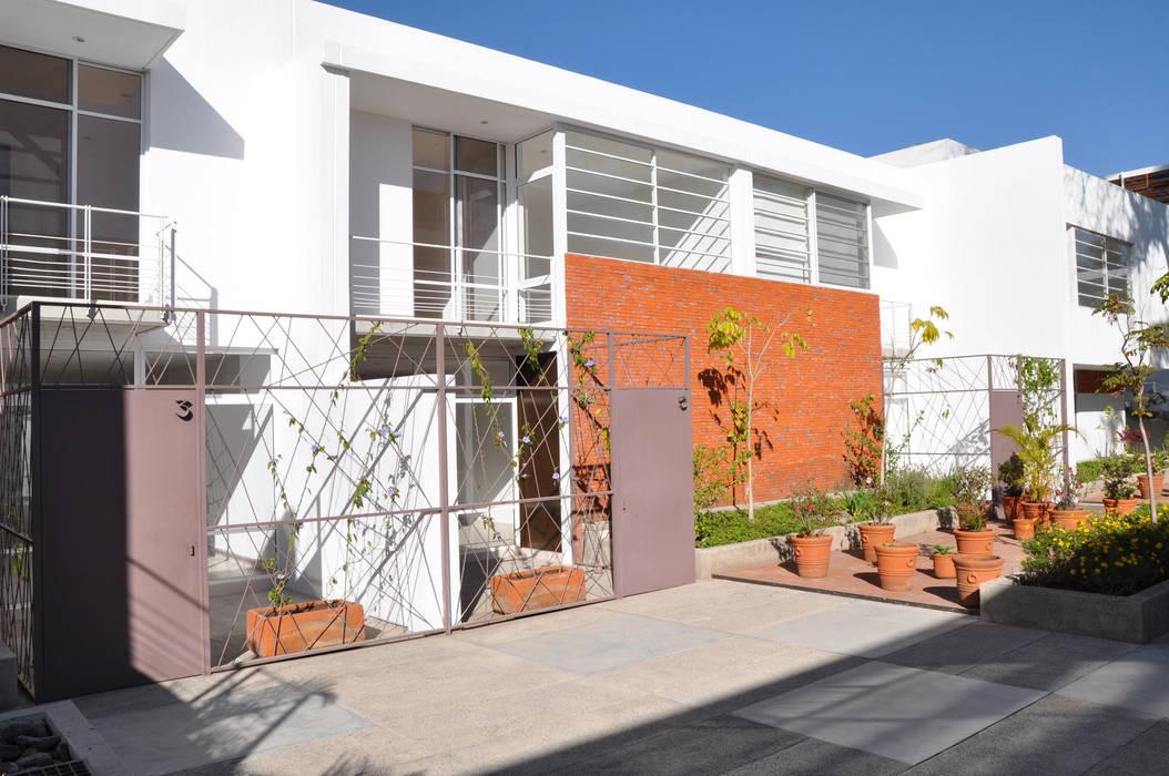 Modern home by Trama Arquitectos Modern