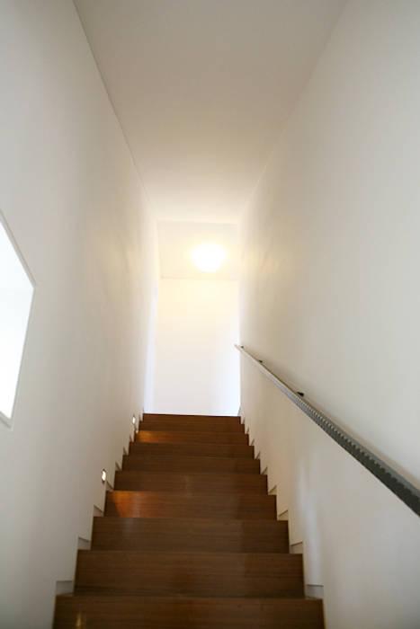 계단실: IDÉEAA _ 이데아키텍츠의  복도 & 현관