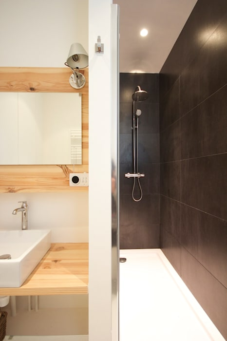 Une salle de bain épurée: salle de bains de style par atelier[21 ...