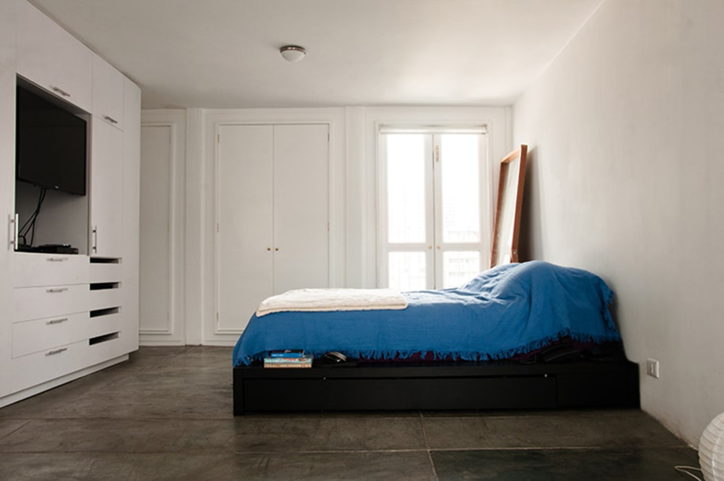 Minimalist bedroom by PUNCH TAD Minimalist