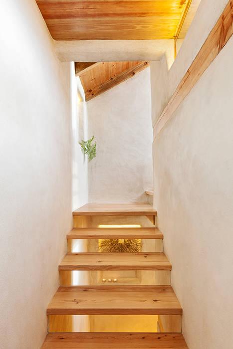 A JOIA d´AZOIA pedro quintela studio Corredores, halls e escadas campestres Acabamento em madeira