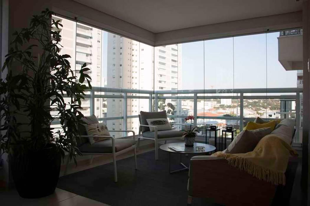 MONICA SPADA DURANTE ARQUITETURA Modern balcony, veranda & terrace