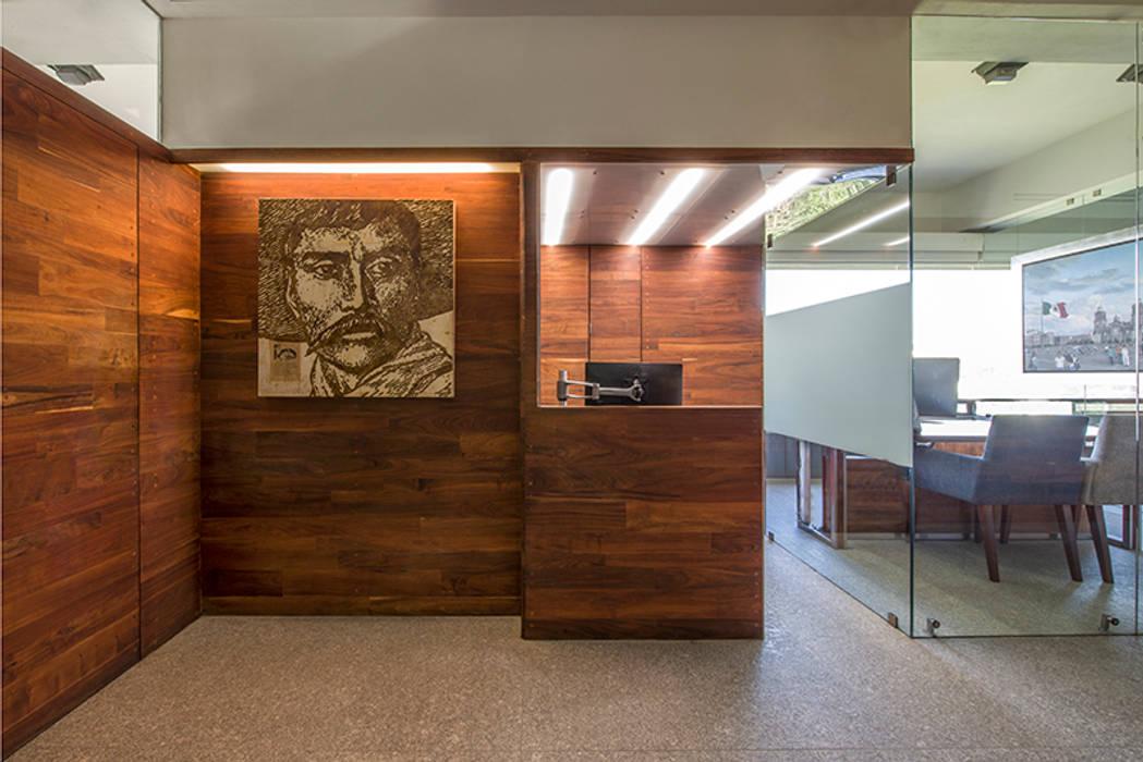 OFICINAS O&H Pasillos, vestíbulos y escaleras industriales de Barra de Arquitectura Mexicana Industrial Madera maciza Multicolor