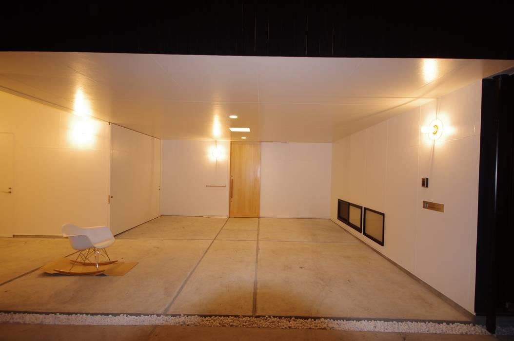 Garajes de estilo moderno de waff.me Moderno