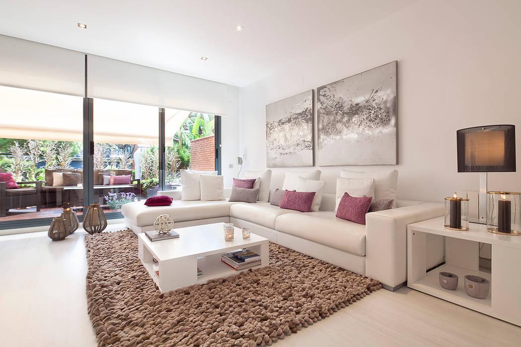 CASA UNIFAMILIAR EN LA PLAYA Salones de estilo moderno de Home Deco Decoración Moderno Piel Gris
