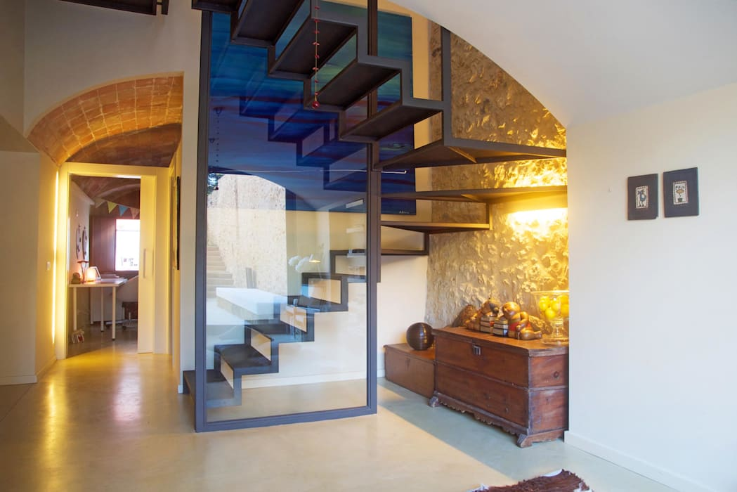Brick Serveis d'Interiorisme S.L. Mediterranean corridor, hallway & stairs