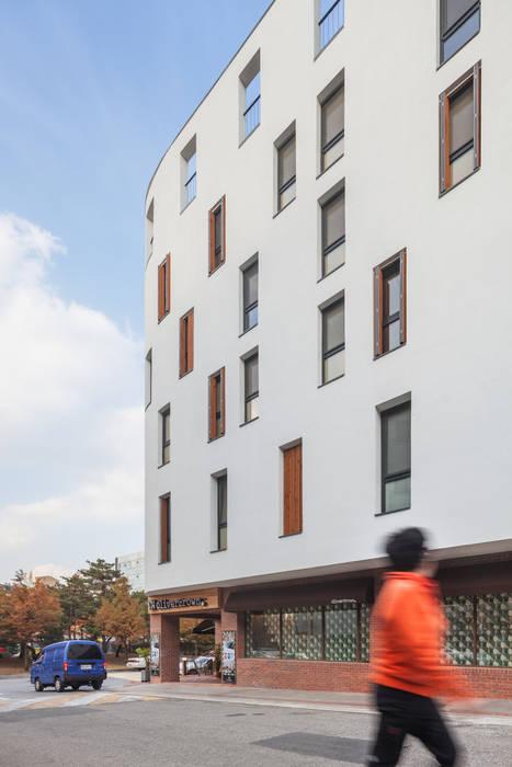 Houses by Strakx associates , Modern