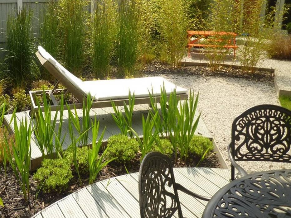 Canopy Lane Jardines de estilo minimalista de Aralia Minimalista Madera Acabado en madera