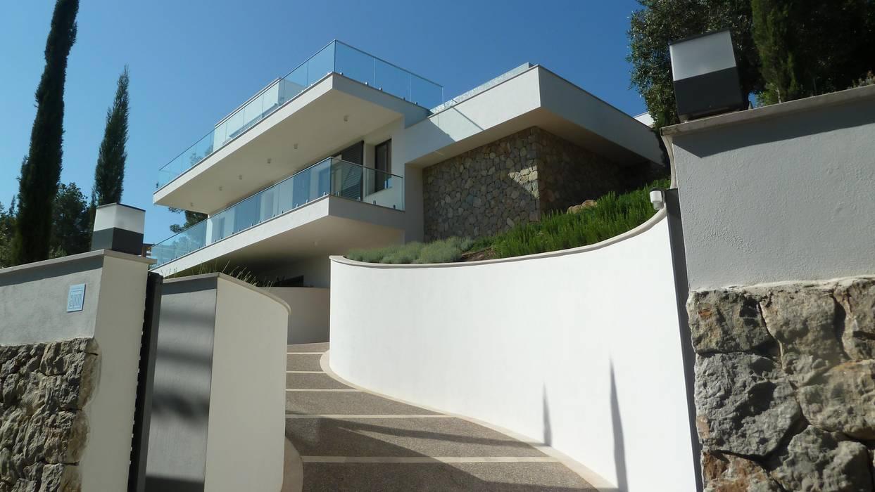 VIVIENDA: Casas de estilo  de ABAD Y COTONER, S.L.