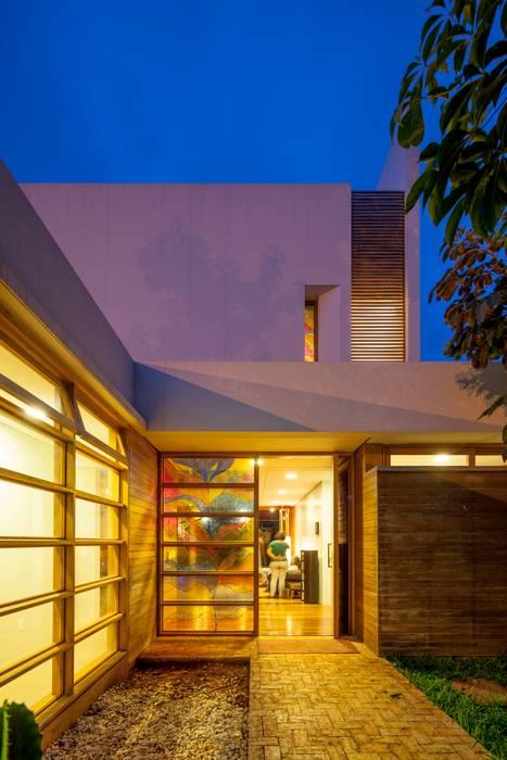 Casas de estilo moderno de MGS - Macedo, Gomes & Sobreira Moderno