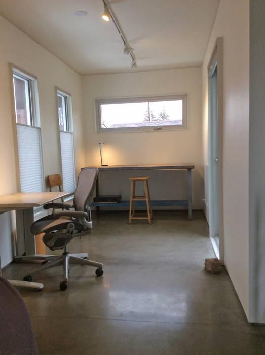 Rear studio Modern Çalışma Odası homify Modern