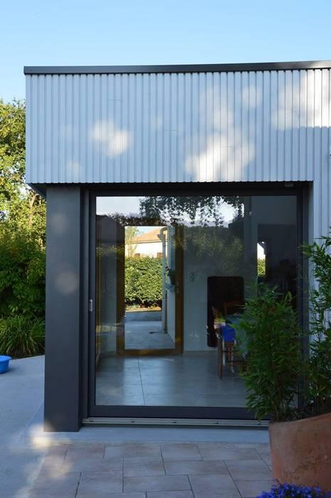 Vue traversante: Salle à manger de style de style Moderne par LM architecte