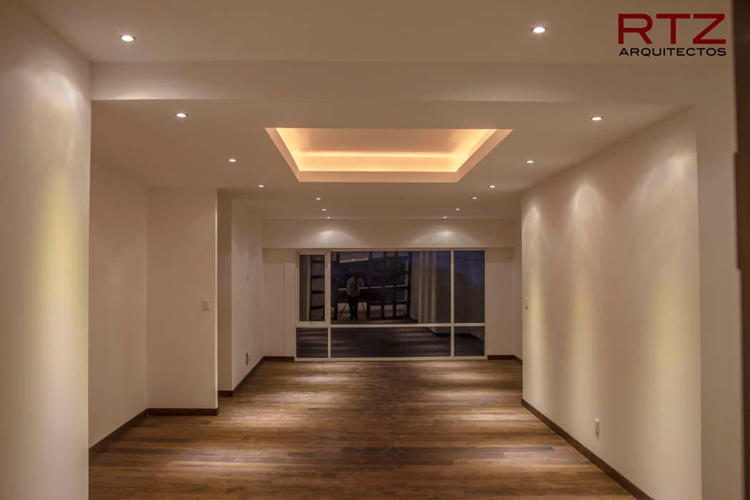 Murs & Sols modernes par RTZ-Arquitectos Moderne
