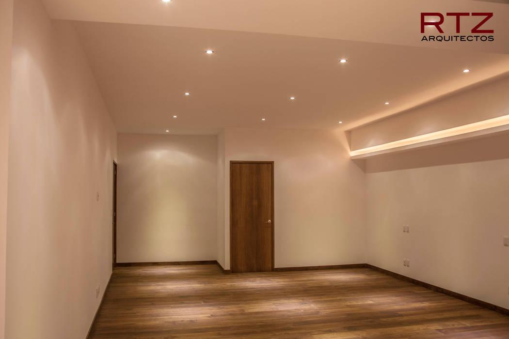 Chambre moderne par RTZ-Arquitectos Moderne
