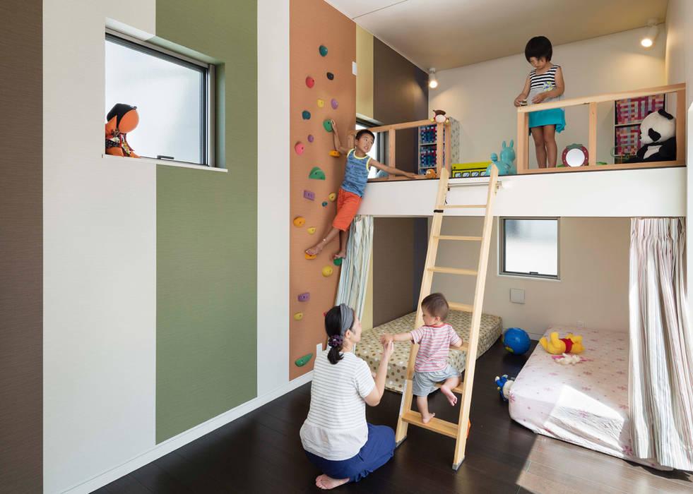 Chambre d'enfant asiatique par 株式会社タバタ設計 Asiatique