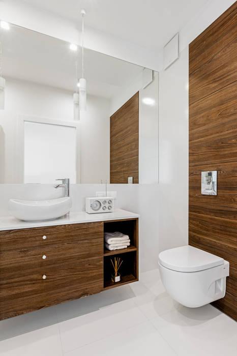 Ayuko Studio Minimalistische Badezimmer Holz Weiß