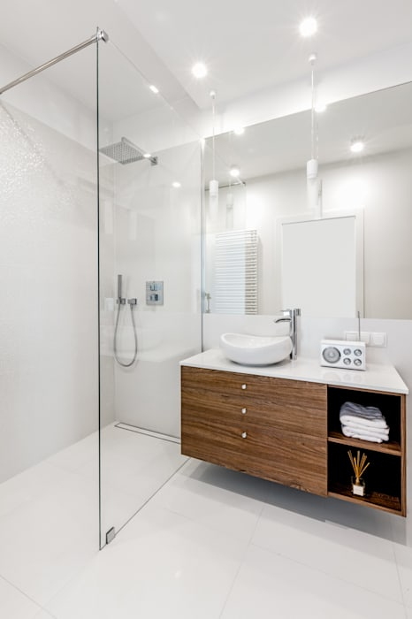 Ayuko Studio Minimalist bathroom Wood White