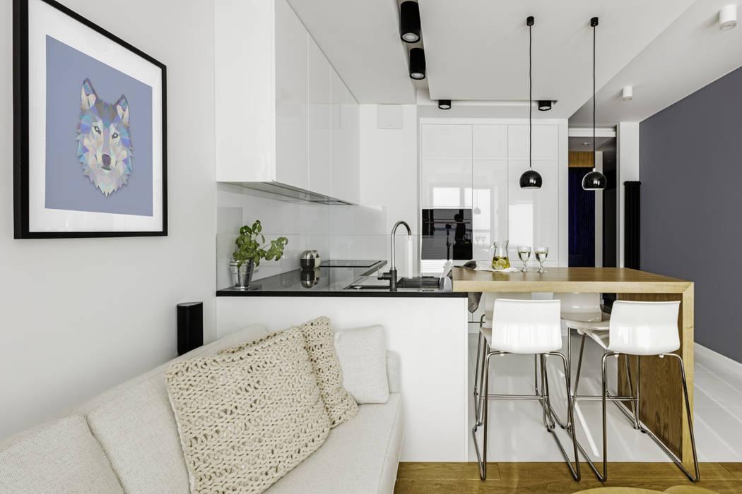 Salas / recibidores de estilo  por Ayuko Studio