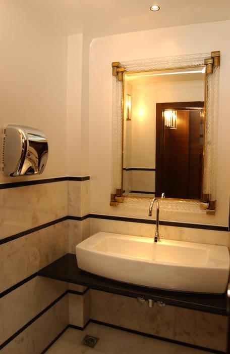 caffè Cavour stanza da bagno: Bar & Club in stile  di bilune studio