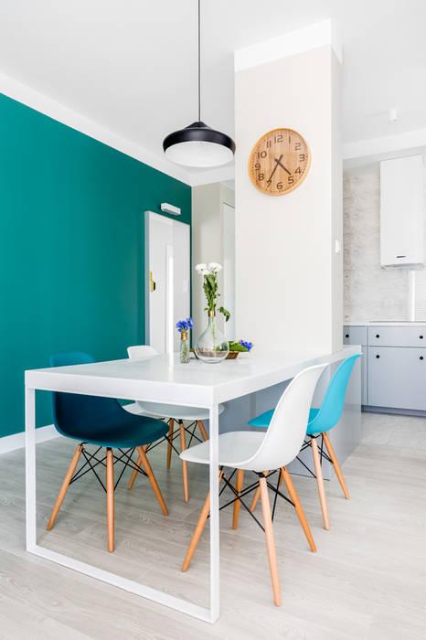 Scandinavian style dining room by Ayuko Studio Scandinavian