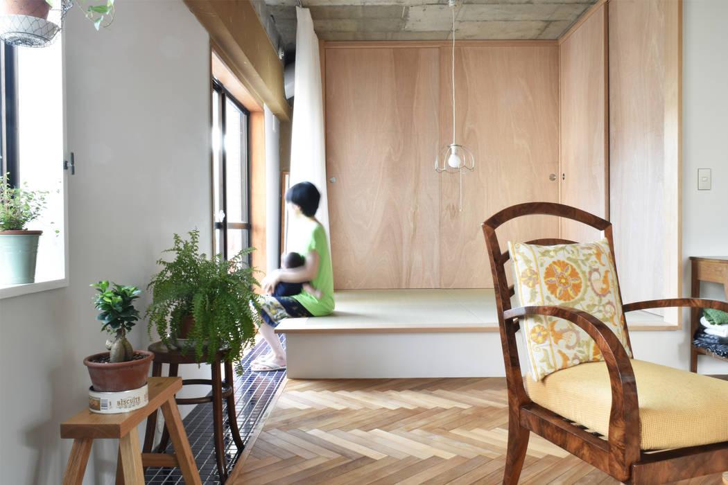 MoY architects | 山本基揮建築設計 Ruang Keluarga Gaya Eklektik